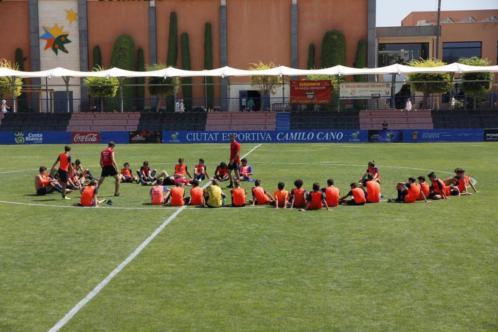 Un campus de fútbol en inglés para niños en La Nucía.