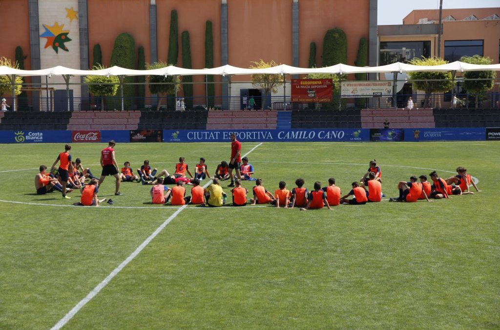 Escoge un campus de fútbol en inglés para niños este verano, tus hijos lo pasarán en grande
